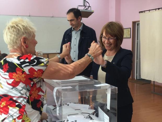Гасуване - Галина Стоянова и Борис Кърчев