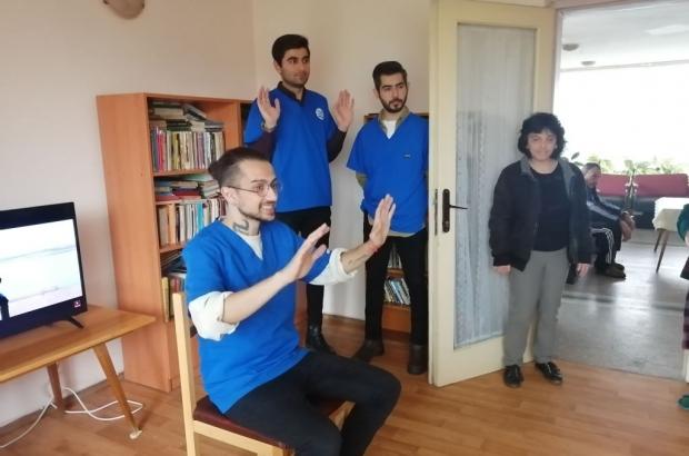 "Телевизор и радиоприемници дариха на Дома за стари хора ""Маргарита Асебо"" трима доброволци от Турция"