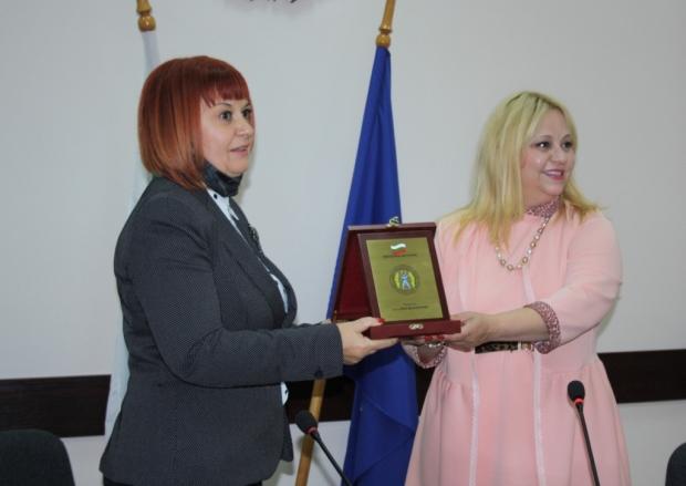 Областният управител Гергана Микова получи Почетен плакет на Комисията за защита от дискриминация