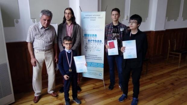"""Китаристите на НЧ """"Възродена Искра-2000"""" с високи отличия от Национален конкурс"""