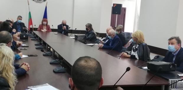 Конкретни мерки за борба с COVID-19 бяха набелязани на днешното заседание на областния, здравен щаб
