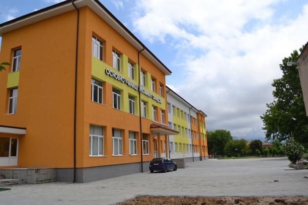 Кметът посети училища в ремонт в община Казанлък