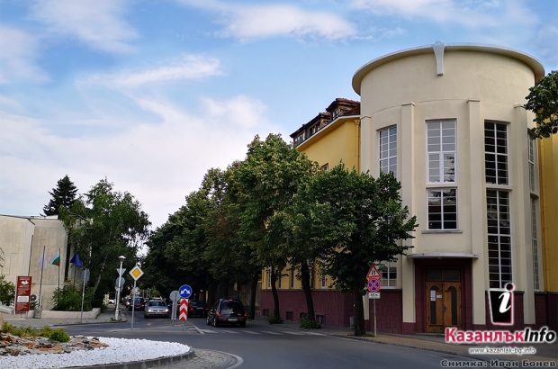 Общинска библиотека - Искра
