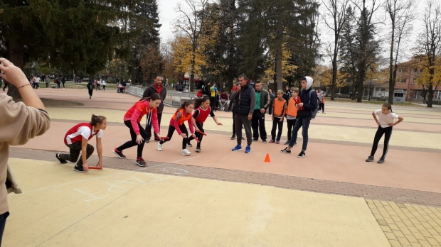 """Рекорден интерес към традиционното щафетно бягане в парк """"Розариум"""""""