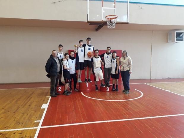 "ПГ ,,Иван Хаджиенов"" и НУПИД ,,Акад. Дечко Узунов"" са първенците в баскетбола 8-10 клас"