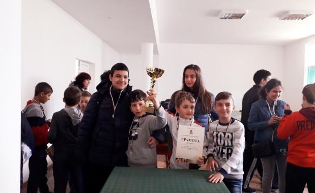Най-добрите шахматисти в Казанлък са учениците от ПГ