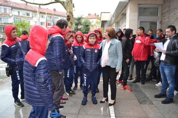 В Деловодството на Община Казанлък внесаха документацията по проекта за изграждане на нови мини футб