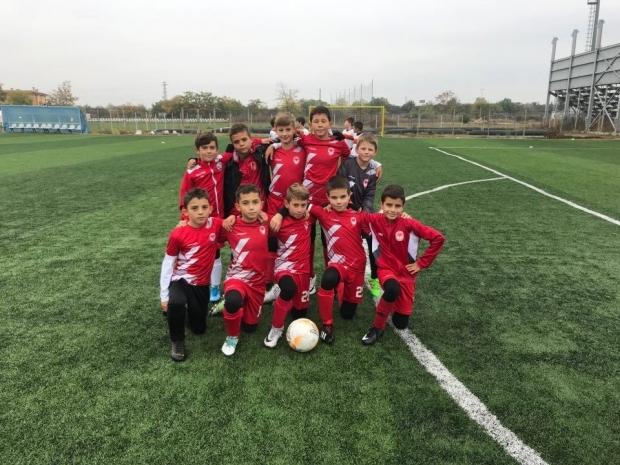 Най-малките рози постигнаха две победи в областното първенство на футбол 7