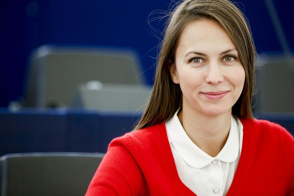 Българският евродепутат от ГЕРБ/ЕНП Ева Майдел: Кой е с нас в тази криза?!