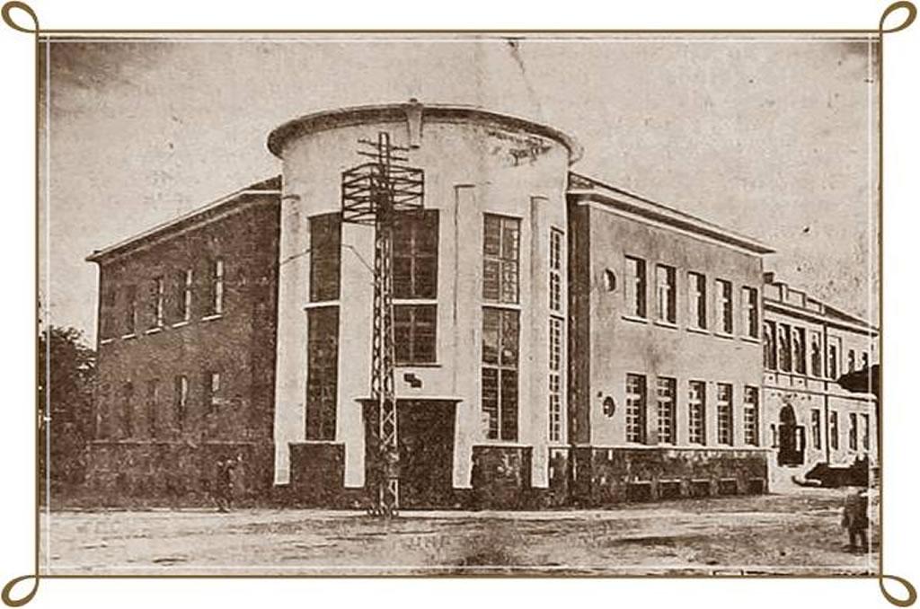 В края на XIX и началото на XX век в Казанлък за първи път започват да се публикуват музикални творби