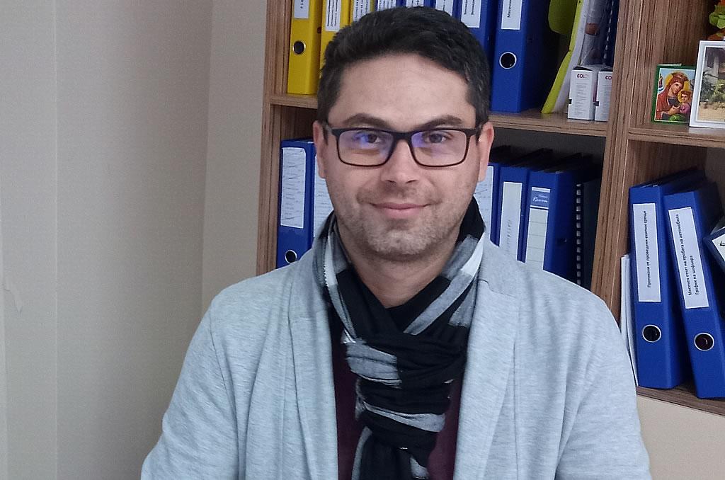 """Социалният психолог доц. Дончо Донев: """"Социалната изолация и дистанционното обучение не повлияват негативно емоционалното и социалното развитие на учениците в начален етап."""""""