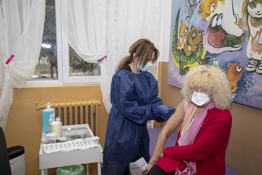 Започна ваксинацията в социални домове и училища в Стара Загора