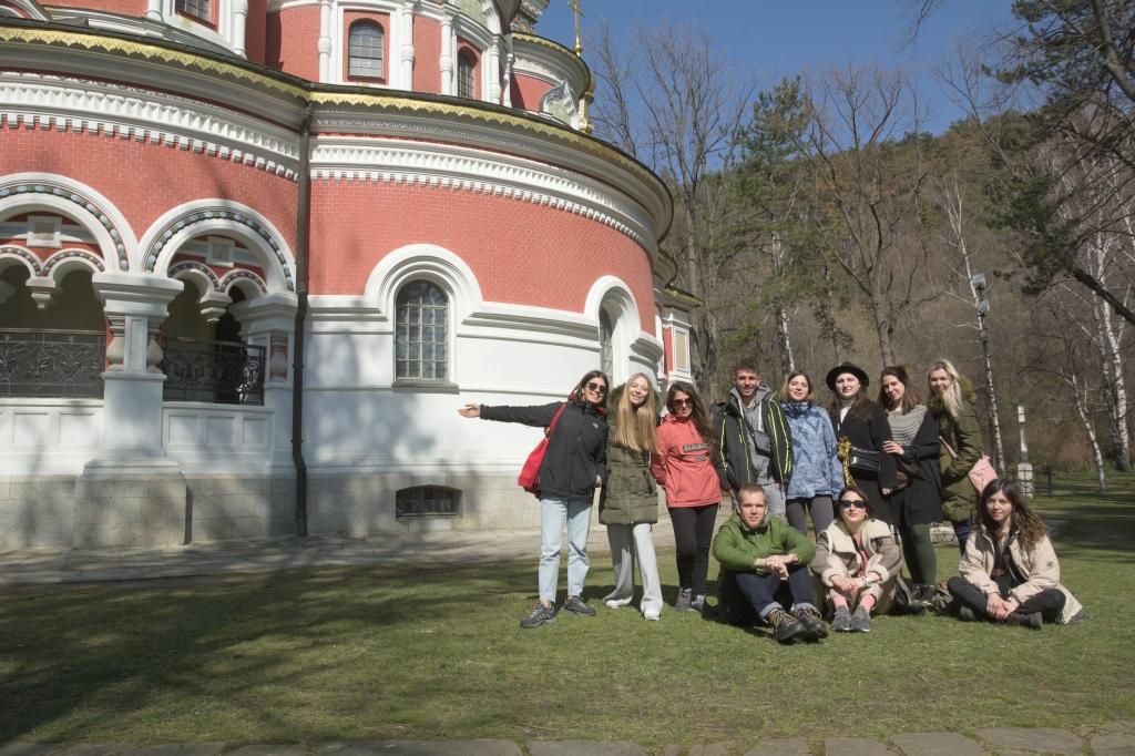 """Доброволците по проект """"Приказка в гората"""" посетиха Казанлък"""