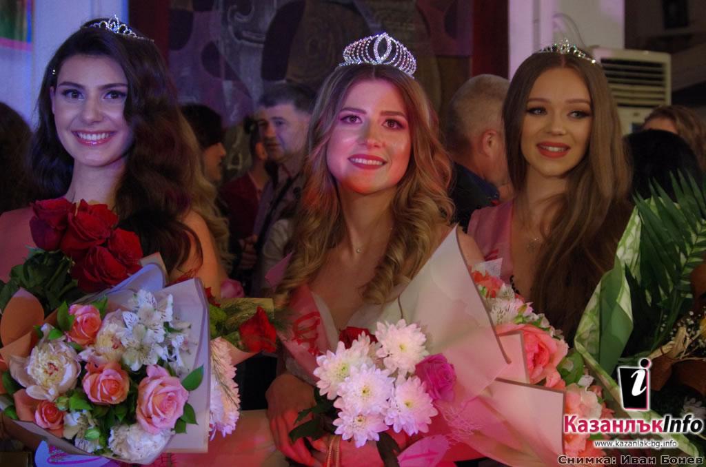 Александра Радославова Хаджихристова е 53-та Царица Роза на Казанлък
