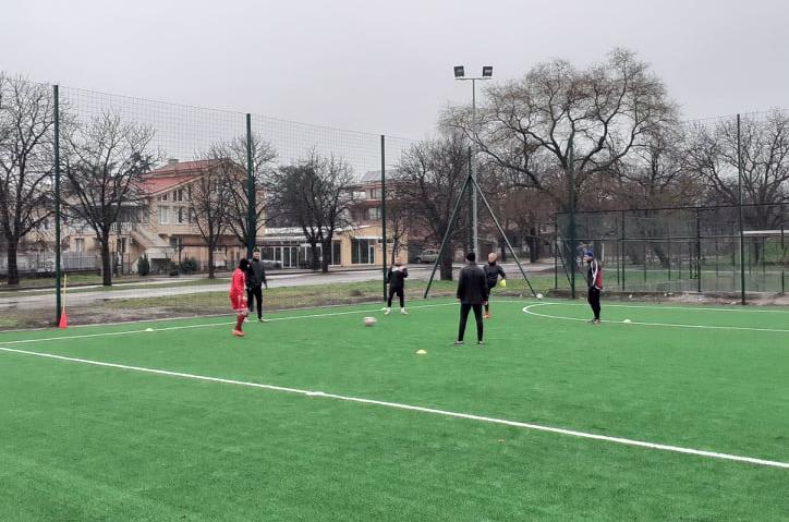 """""""Розова долина"""" започна подготовка с футболисти на новия мини футболен комплекс"""